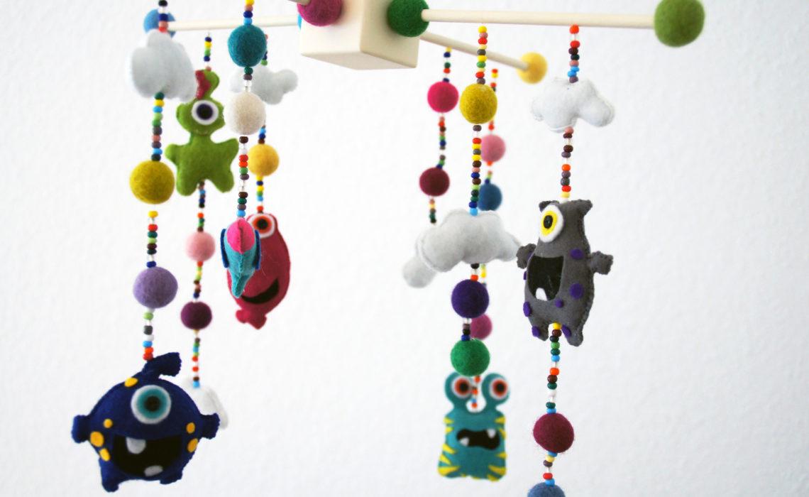 Baby Monster Mobile aus Filz – Anleitung