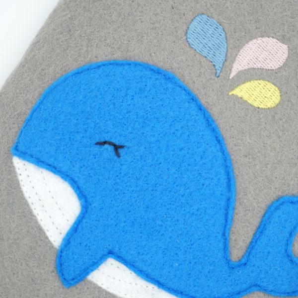 Bauchglück kleiner Wal